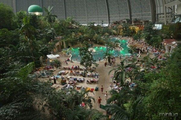 a_manmade_tropical_island_resort_640_17
