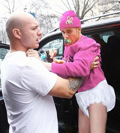 Ganhei-meu-dia-ao-saber-que-o-Justin-Biba-ta-tentando-tirar-essa-foto-da-internet.-Tirar-da-internet-que-fofo-não