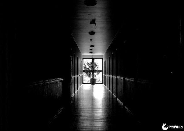 corredor escuro