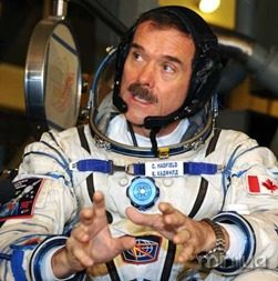 hadfield_launch_iss