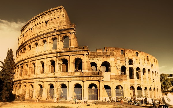 Architectural-landscape-of-the-Roman-Colosseum_1680x1050