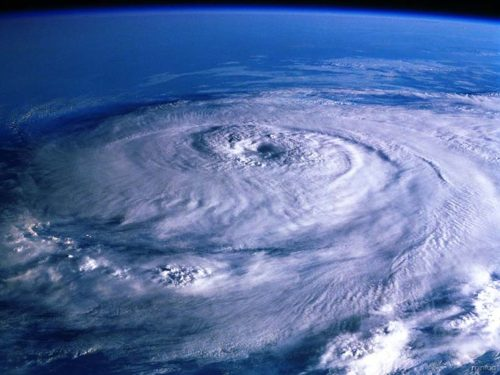 Difference-Between-Tropical-Storm-and-Hurricane1