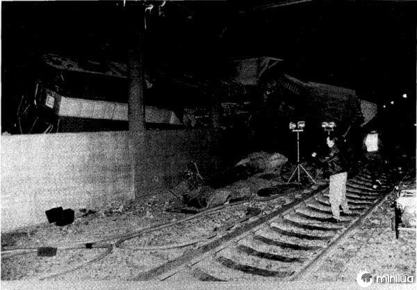 Rar-92-01_mbta_wreck_locomotive