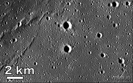 Vulcoes-e-crateras-na-Lua