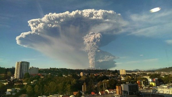 volcano-eruption-calbuco-chile-2__880