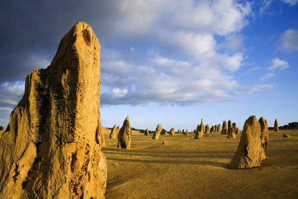 the_pinnacles_dawn_in_the_pinnacles_desert__australia