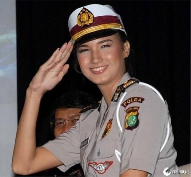 beautiful-female-police-officers11
