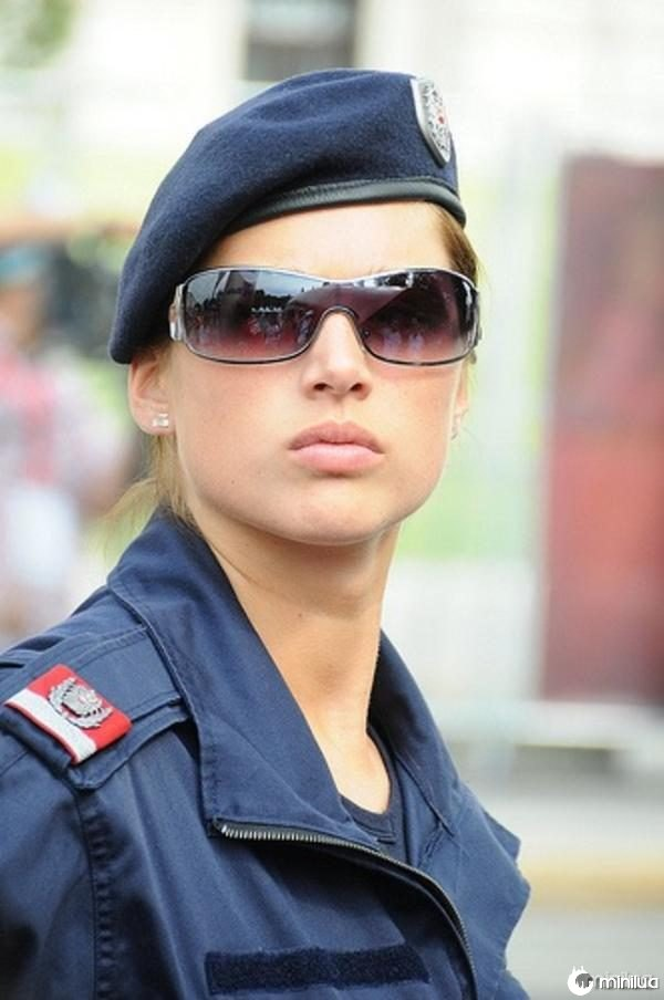 beautiful-female-police-officers2