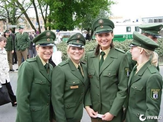 beautiful-female-police-officers3