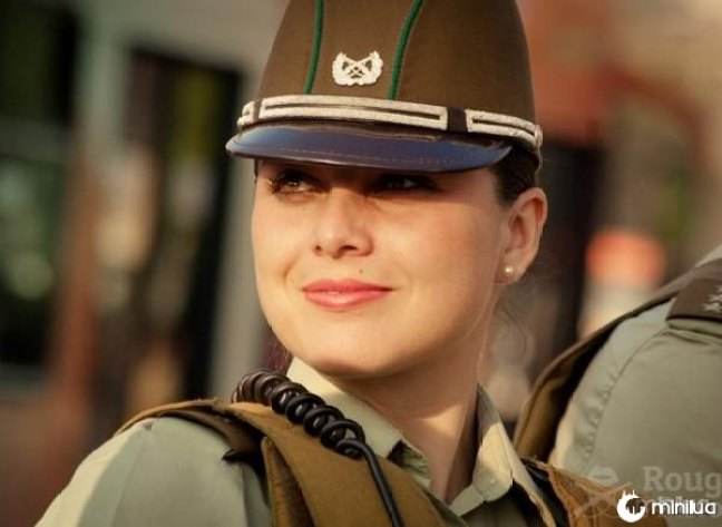 beautiful-female-police-officers8