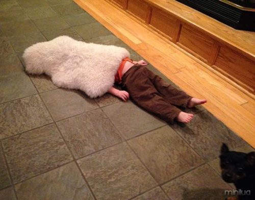funny-kids-playing-hide-and-seek-491__605
