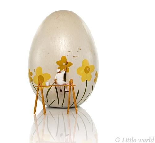 little world puppet painting easter egg
