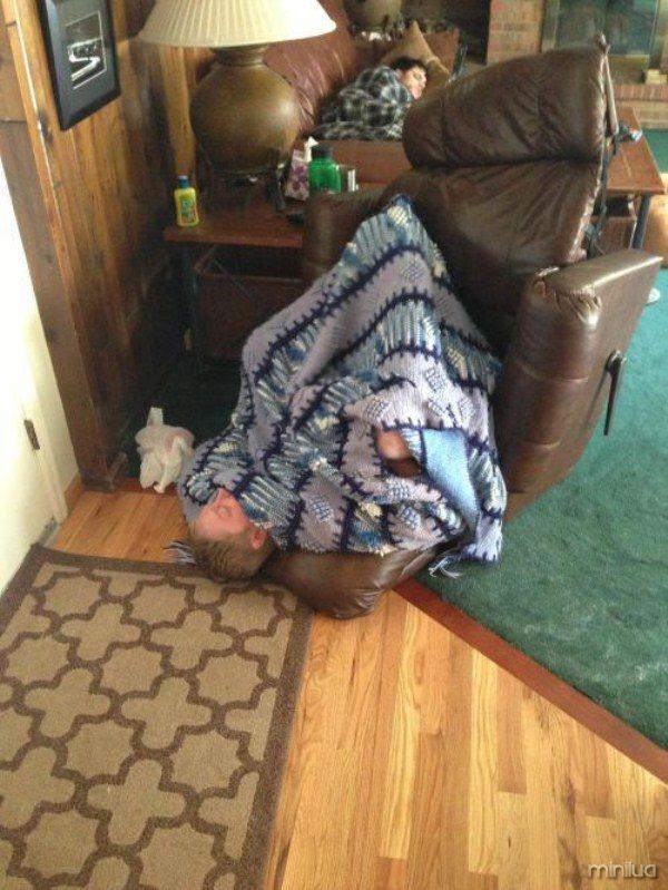people-sleeping-everywhere (78)
