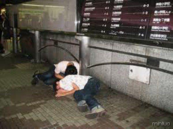 people-sleeping-everywhere (36)