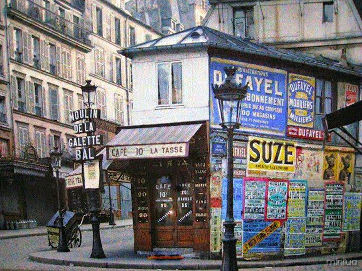 Cartazes e publicidade em um café de Paris em 1914