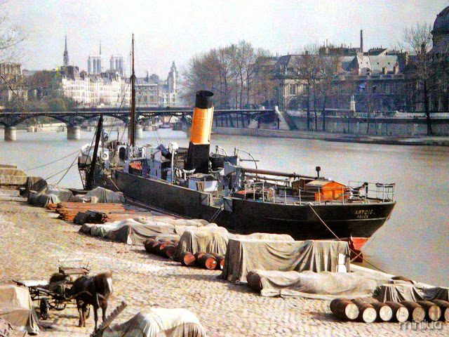 barco em Paris no início do século XX