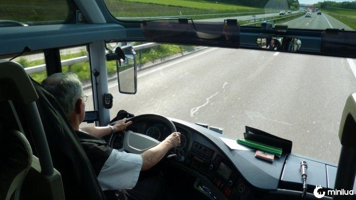 motorista de ônibus na Guatemala