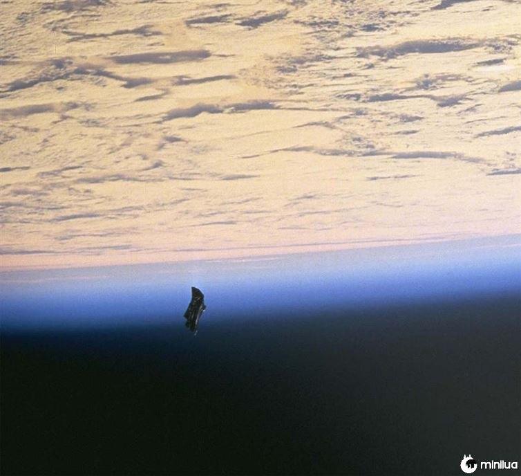 satelite oscuro
