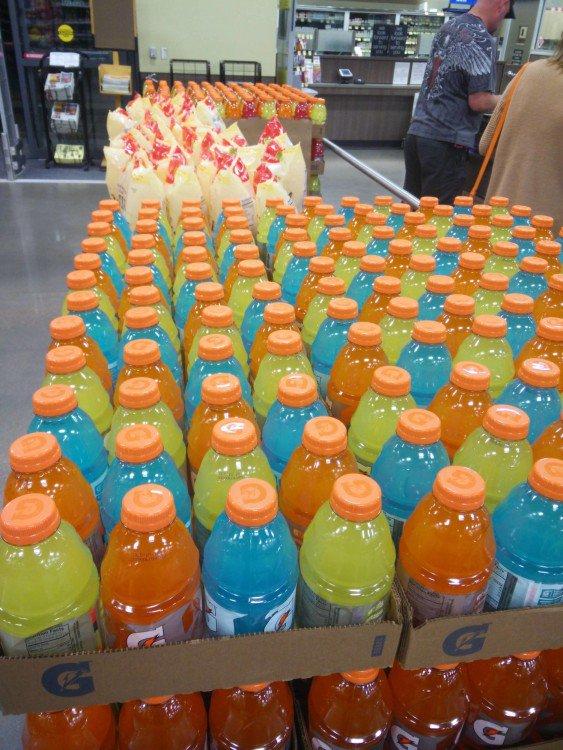garrafas de Gatorade por cor