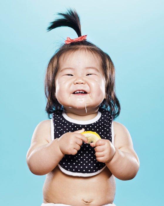 Bebê que come o limão