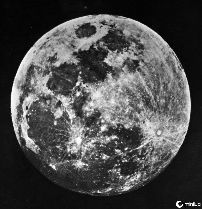 primeira fotografia da lua