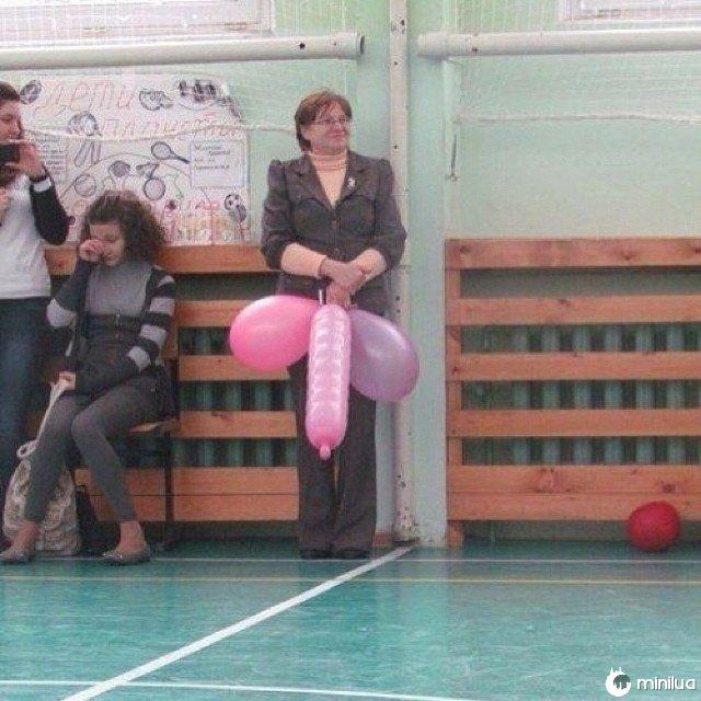 Não é assim que você quer segurar esses balões.