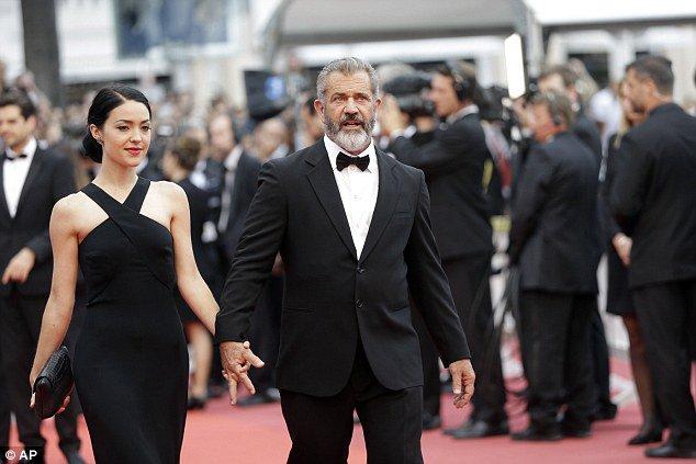 Mel Gibson y su novia