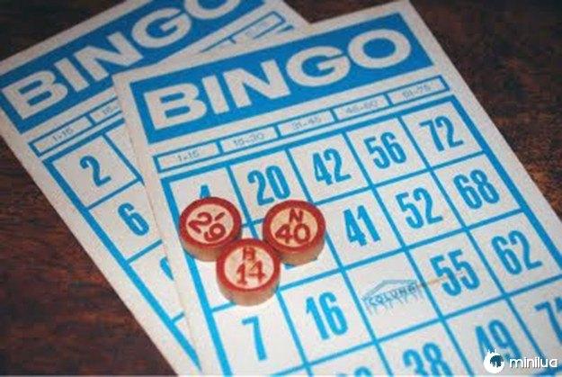 O Bingo com as fichinhas de madeira.