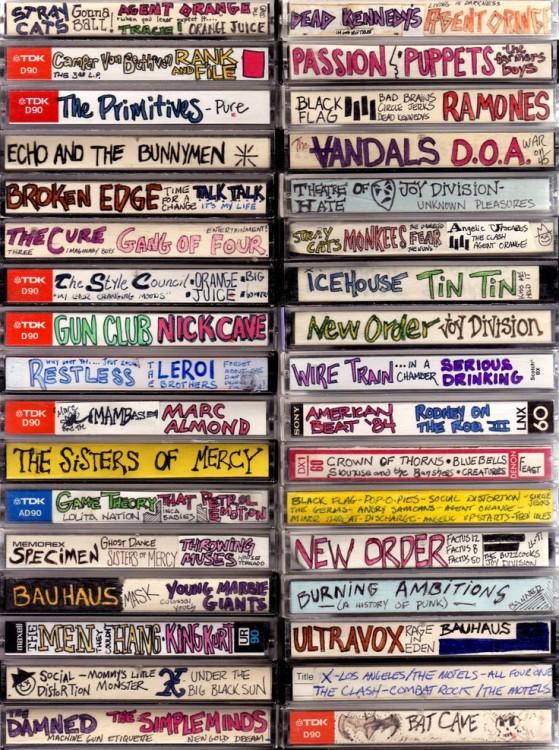 Linhas de caixas de cassete empilhadas em duas colunas