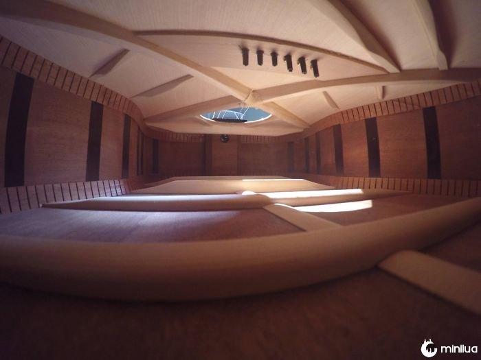 O interior dessa guitarra parece um apartamento que eu não posso pagar