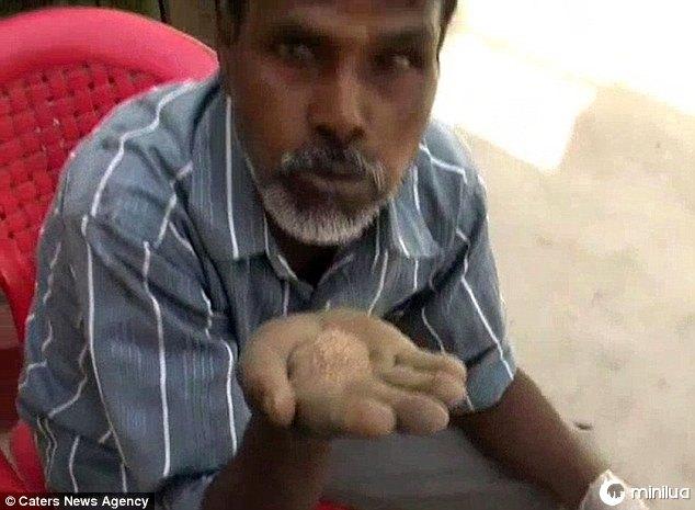 Homem indiano come areia diariamente por vinte e cinco anos | Minilua