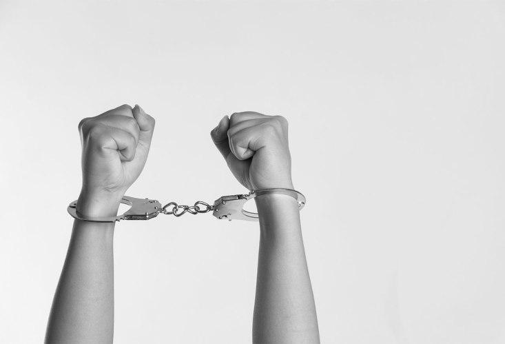 schiavitu ammanettato