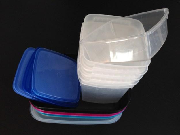 Sådana här förvaringslådor och matlådor i plast är nu ett minne blott i minimalisthemmet.