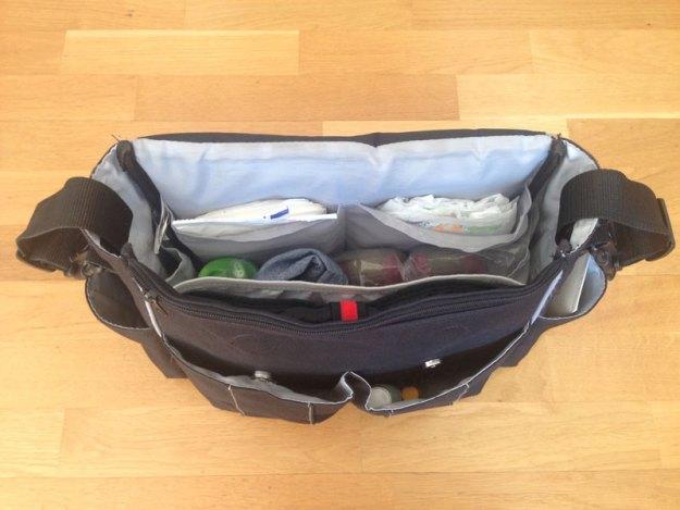 Så här ser vår skötväska från Skip Hop oftast ut innehållsmässigt så här års.