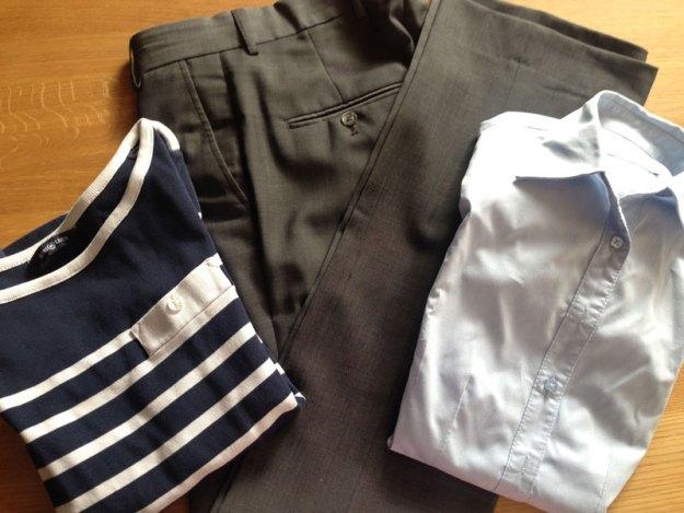 Tröja, kostymbyxor och skjorta. Några av plaggen på ut-listan denna månad.