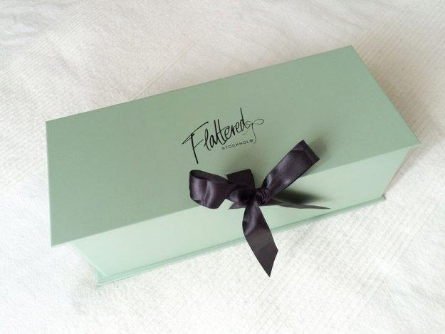 Fin mintgrön ask som ger en känsla av lyx innan den ens öppnats.