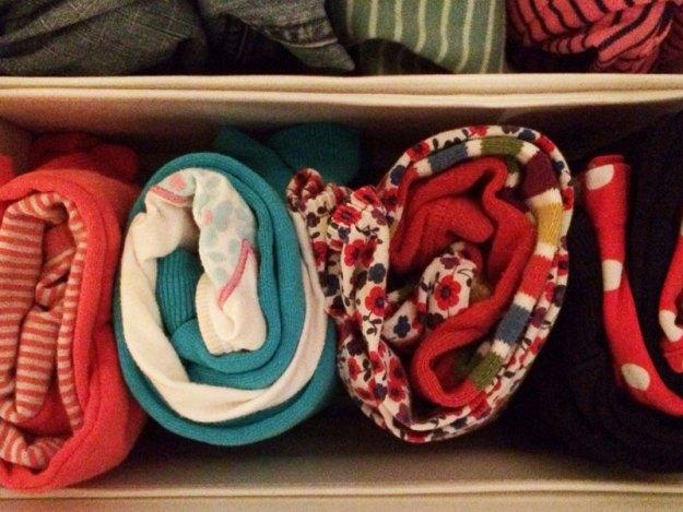 Veckans klädkombinationer för förskolan ligger redo att tas i bruk.