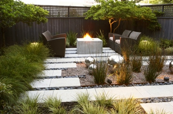 Small garden design - tips and ideas for a relaxing oasis ... on Small Garden Sitting Area Ideas  id=25618