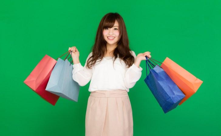 買い物をした女性
