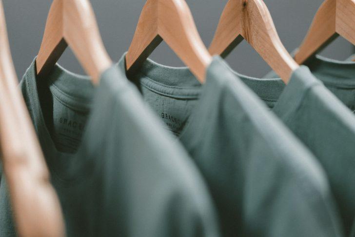 ミニマリストは服を何着持っているか