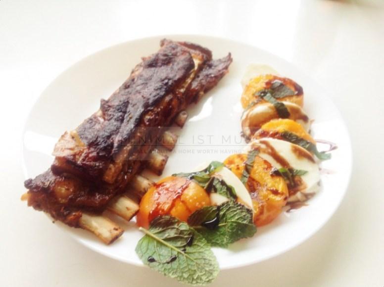 karamelisierter Aprikosen-Mozarella-Salat von minimalistmuss.com