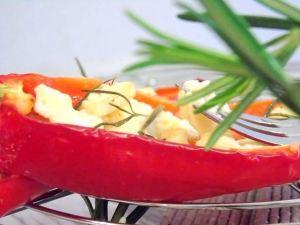 Gegrillte Paprika mit Feta gefüllt