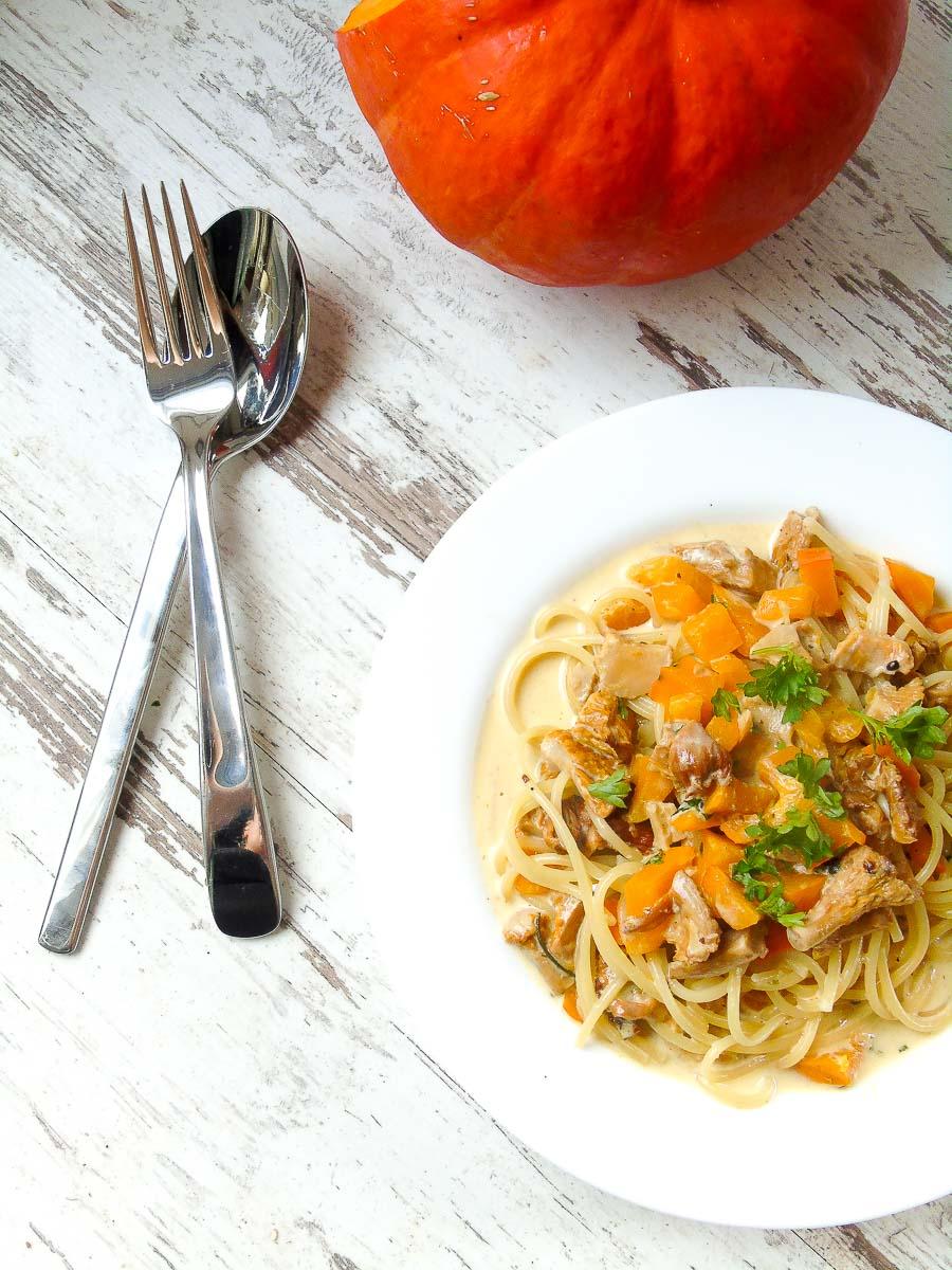 Spaghetti mit Hokkaido und Pfifferlingen