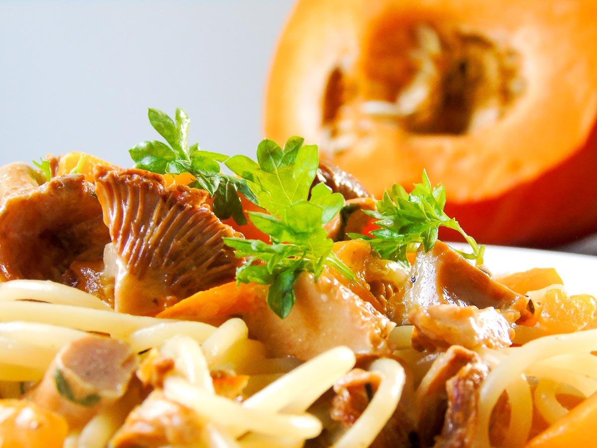 Pasta mit Kürbis und Pfifferlingen