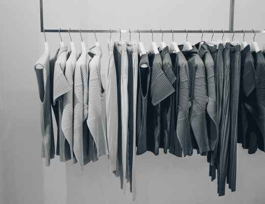 Building a capsule wardrobe can be a great way to limit stress in your life. By picking a well-curated selection of 30 items of clothing in your capsule that you love, you can ensure you look stylish, and feel great each day with minimal effort!