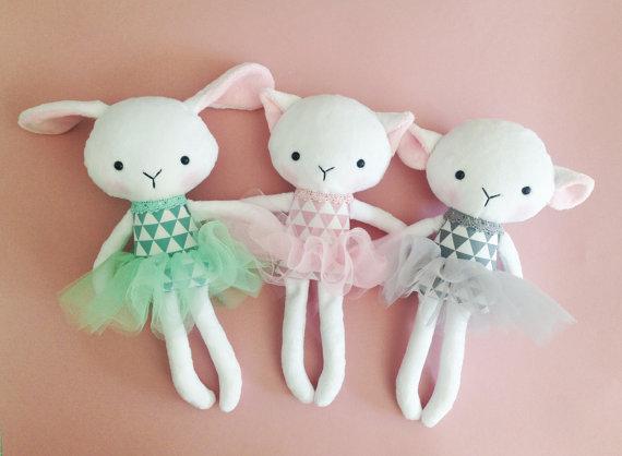handgemaakte knuffelbeesten kat lam konijn tutu