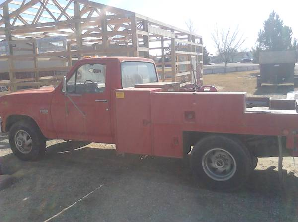 1986 FORD F-350- w WELDERS/ RANCHER BED  $1600 - This is my favorite :)  I would totally drive that! :)