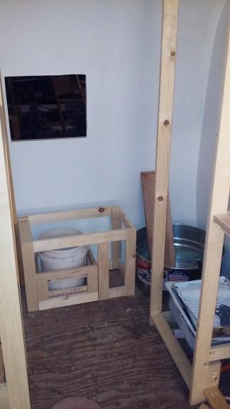 the shower/kids tub in the corner