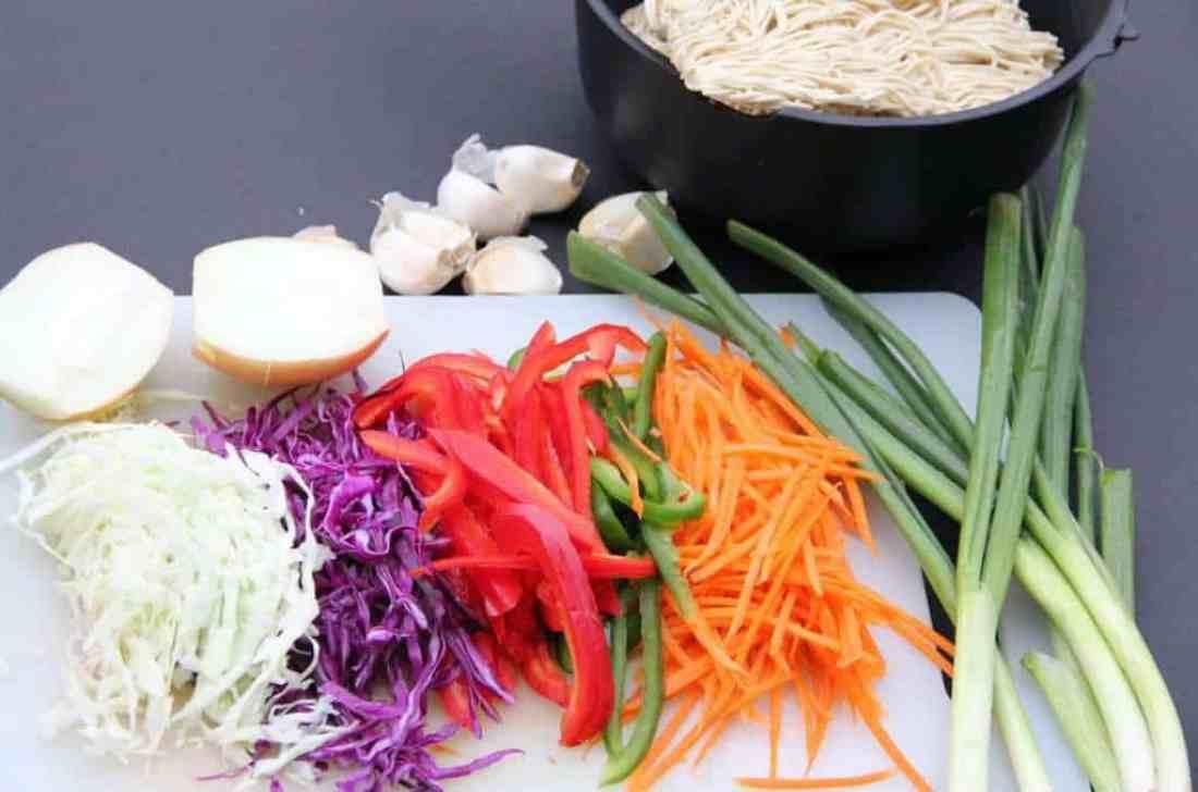 Vegetable hakka noodles - Ingredients