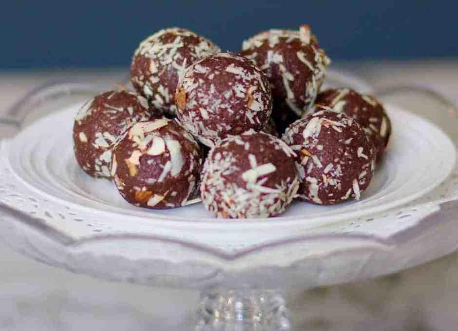 quinoa-almonds-date-truffles-1